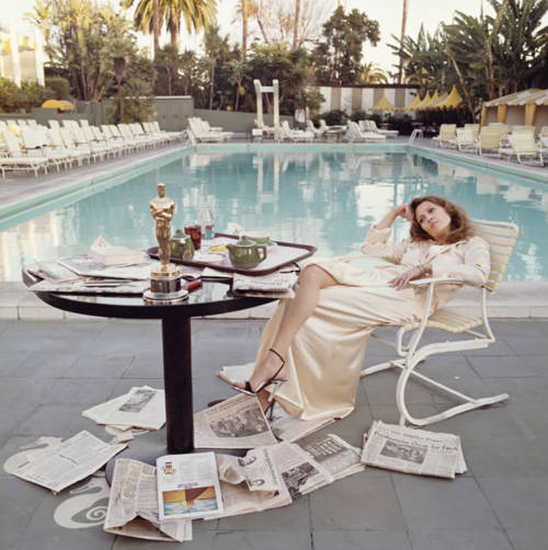 Terry O'Neill's portrait of Faye Dunaway, the morning after winning Best Actress Oscar for Network. March '77.