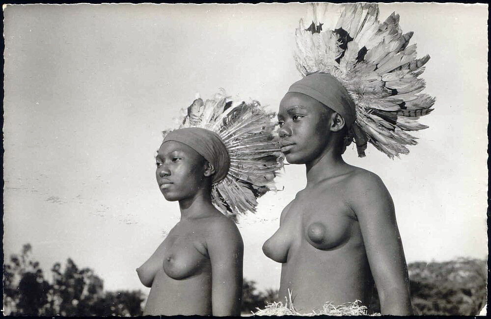 grand-bazaar:  1958 Congo Wangata Girls