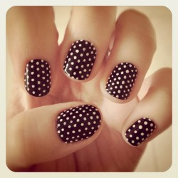 You can't go far wrong with a set of retro classic polka dots - just ask The Beauty Department and Lauren Conrad, both of whom featured these nails :) (This design is available for purchase as a set of press-on artificial nails here)