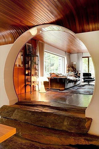Unique stylized horseshoe-shaped archway with natural log timber steps (via http://pinterest.com/pin/210965563764469411/)