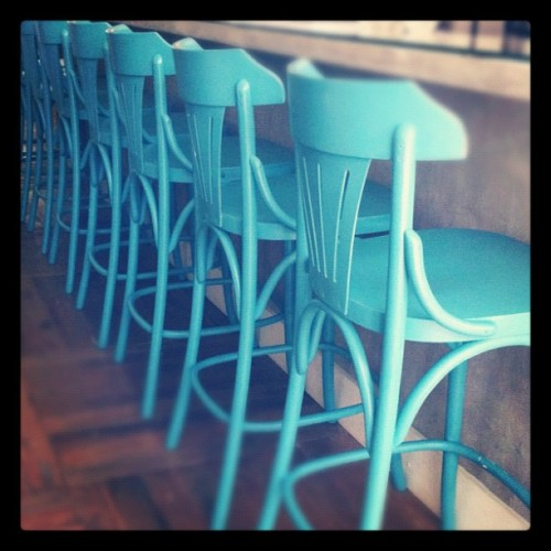 Cor inspiração #color #turquoise #chair (Taken with Instagram at La Cocotte)