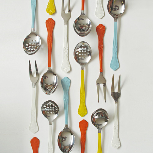 adore the color scheme. birdsmakegoodneighbors:  DIY Painted Silverware IDEA