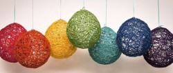 ultimatediy:  Wrap yarn around balloon. Dip balloon in watered down glue. Let dry, pop balloon.