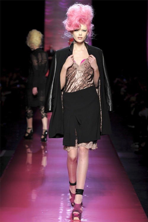 Jean Paul Gaultier, summer 2012 collection. We loves it.
