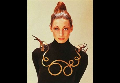 Anjelica Huston wearing Calder necklace in 1976 (The Jealous Husband  made from brass wire, c. 1940, collection Metropolitan Museum of Art) From The Jewelry Loupe ..because I just googled Anjelica Huston.. because I am watching The Life Aquatic. Big crush.