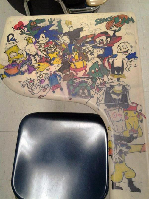OMG Desks in school need to be like this!