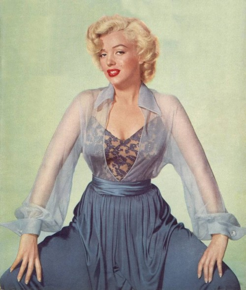 ladylikelady:  Studio photographs of Marilyn Monroe in 1952 under the lens of photographer Nickolas Muray
