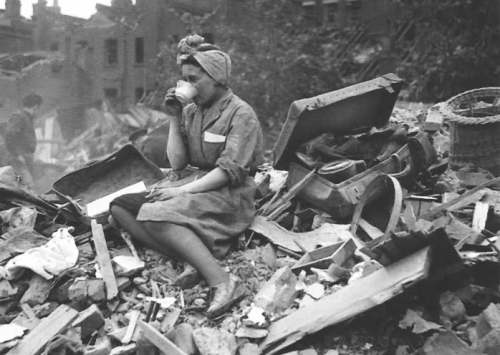 maudelynn:  London, during the Blitz, June 1941   A cuppa fixes everything.