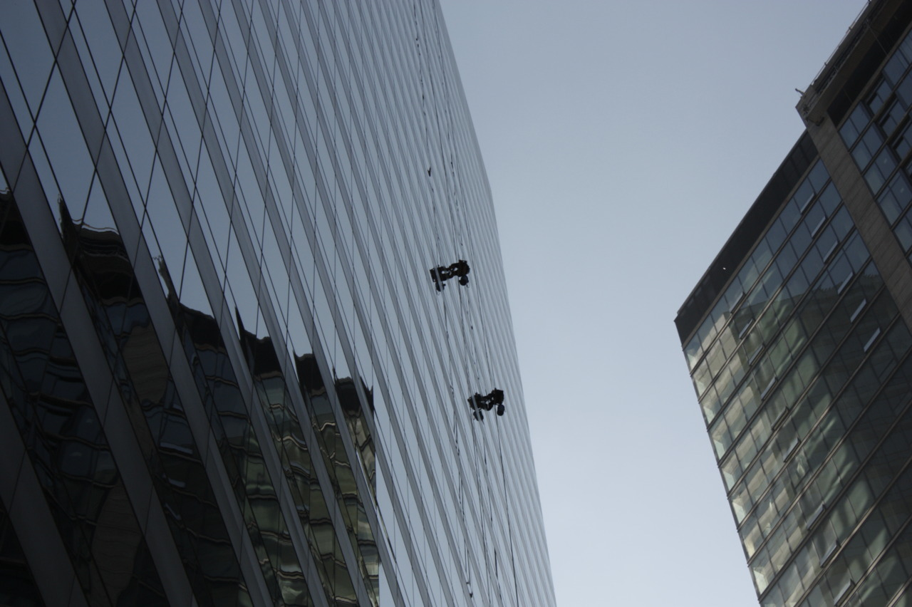 Window cleaners on a Chicago skyscraper