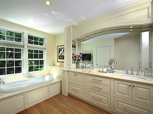 Luxurious master bath designed with Greenfield cabinets.