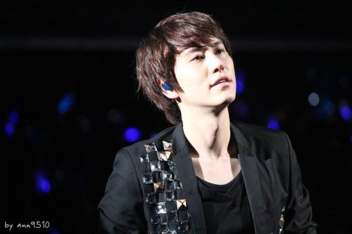 kyuhyun gorgeous face kisseu >o< lips teehee so cute omg ss4 taiwan queue