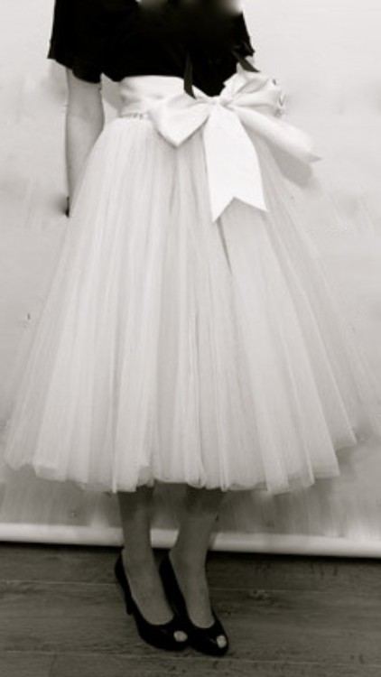 crushculdesac:  themogue:Vintage Glory—Tulle Skirt—LOVE LOVE LOVE!