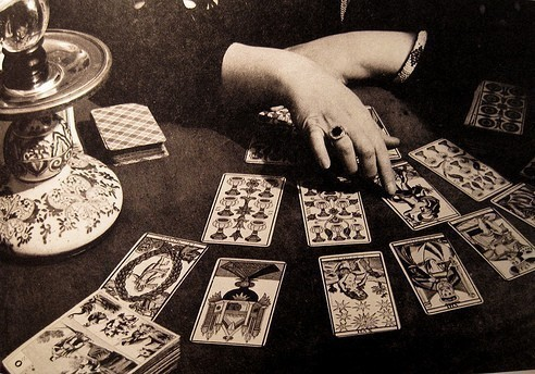 ohhellotheregentleviewers:  me and my baby gon' learn tarot