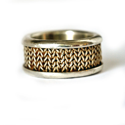 lazyorangehousecat:  Knitted wedding ring by Dafna Schwimmer Dagan on Etsy.  no seriously, omygosh. This is truly a thing of beauty. As any kind of ring, not just a wedding band. I know I use this expression a lot but I mean it this time…OMG. wow. just, wow.