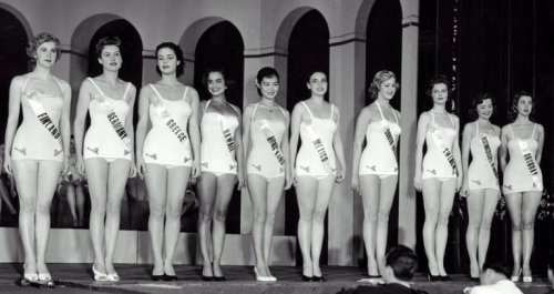 The 1952 Miss Universe semifinalists: Misses Finland, Germany, Greece, Hawaii, Hong Kong, Mexico, South Africa, Sweden, USA and Uruguay