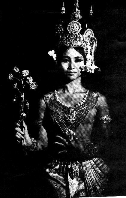 mademoiselle-iona:  Principle Apsara dancer of the Royal Ballet of Cambodia Her Royal Highness Princess Norodom Bopha Devi c.1950s