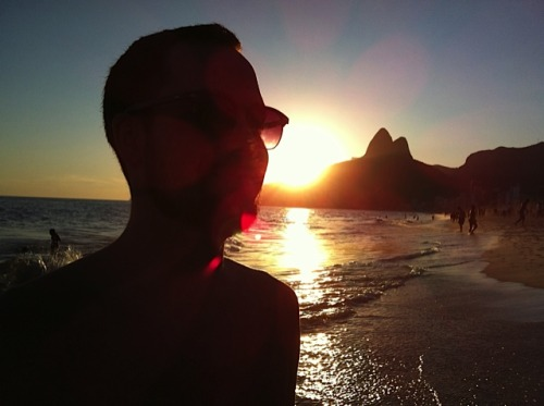 Moi, enjoying the sunset at the Ipanema beach in Rio de Janeiro. Photo by my brother, Pedro Serra (2012)