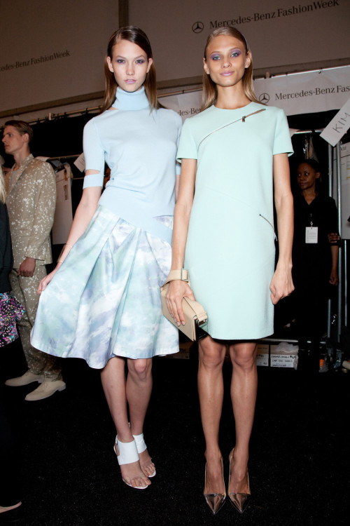 fashion-modele:  Karlie Kloss & Anna Selezneva backstage at Michael Kors Spring 2010