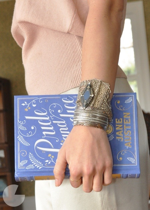 DIY Book Clutch | Runway DIY I'm always torn when I see DIYs that cut up books. Books are kind of sacred to me and I hate the thought of destroying one on purpose! But these covers for the Penguin Classics are just so gorgeous, I would love to have one to carry around and keep my purse and phone in. If you're not keen on shelling out money on something to cut it up, you could always try a second hand book store or op shop. Just don't get it mixed up with your other books or you may be searching for your wallet for a while…