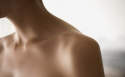 pua-melia:  ish-q:  t-hickshake:  serenekai:  collarbones  tan  flawless skin  so perfect, its not fair