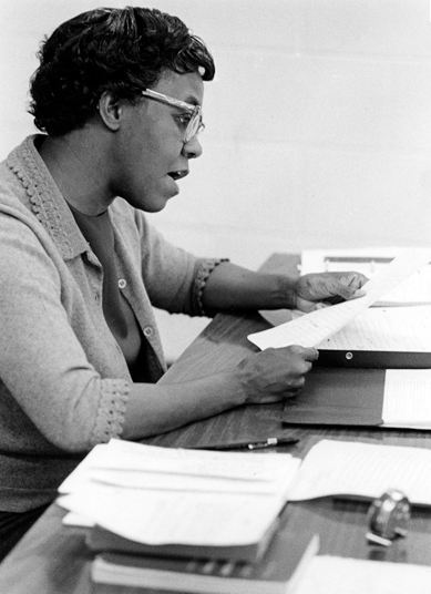 vintageblackglamour:  awesomepeoplereading:  Gwendolyn Brooks reads.  Gwendolyn Brooks reading.