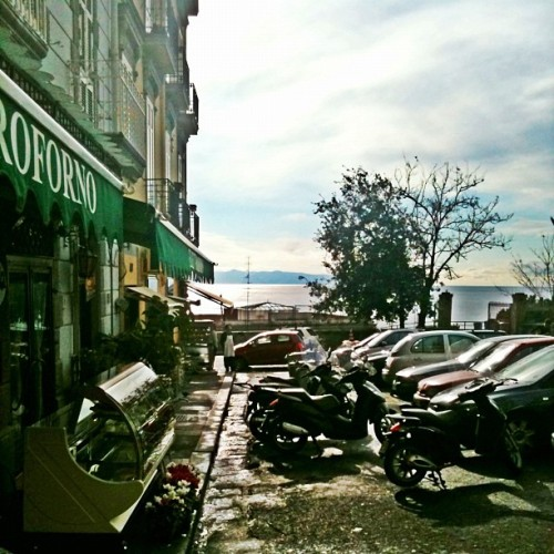 #ordinary #day in #naples #italy - #giorno qualunque a Napoli ( #iphoneonly #instagood #igersitalia #instagramers #instafamous #colore_italiano #10likes ) (Taken with instagram)