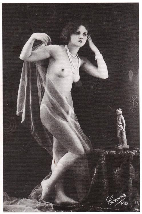realityayslum:  Anonymous (Corona Studios Paris), c.1920. (… from 1000 Nudes: A History of Erotic Photography from 1839-1939, Taschen 2005.)