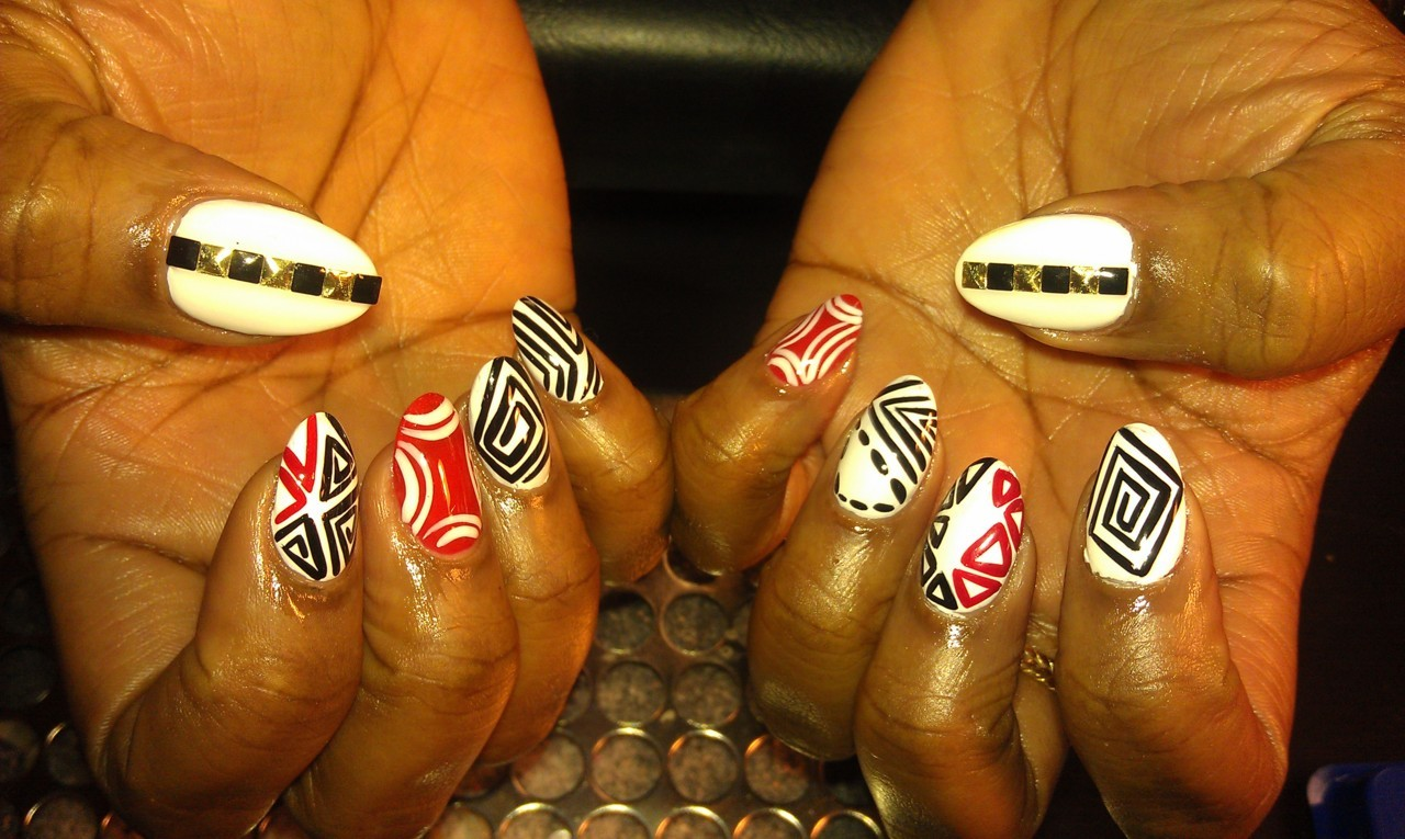 mspicasoonpurple:  Black  & White nail art is my favorite!!! Done this for my client who feels the same…