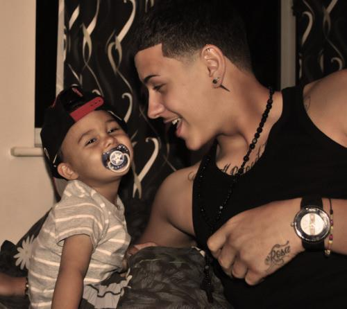 considerme-dope:  This is lil Damien . He passed away about an hour ago . I dont know neither of them well but it tore me apart wen I heard . Dustin Justin Camacho keep your head up be strong. ♥ R.I.P Damien . REBLOG THE FUCK OUTTA THIS in respect for Lil Damien please :(