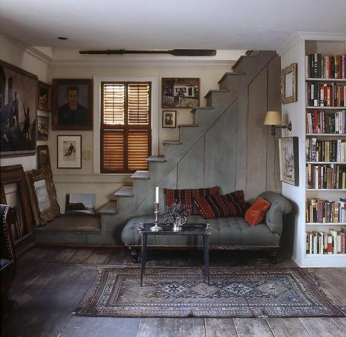 georgianadesign:  Home of the American painter John Dowd in Provincetown. Photographer William Waldron for Elle Decor.