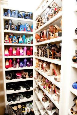 beautyboneslove:  I love shoes!