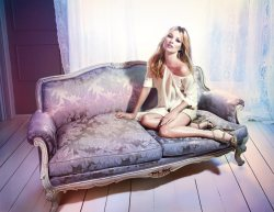 (via Kate Moss for Liu Jo Spring 2012 Campaign by Mario Sorrenti)