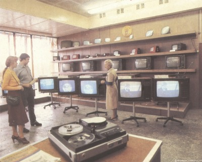 """mudwerks:  (via People And Cities Of Soviet Russia In Postcards: 1970-1985 