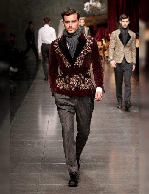 anthonycalisterio:  Arthur Kulkov x Dolce & Gabbana   Dat repurposed Persian rug swag.  Thank the Lord Jason Alexander was not in attendance, otherwise, there would've been a lot of ectoplasm to clean up.