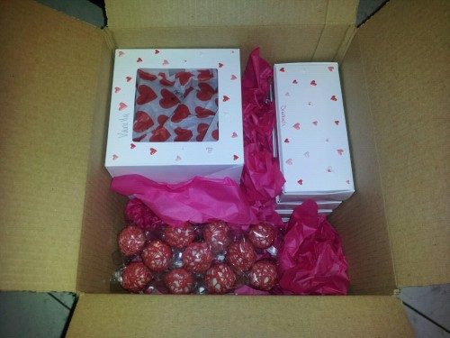 Box of goodies for my love. 12 whoopie pies (4 caramel frosting, 4 strawberry frosting, 4 vanilla frosting), 11 mint chocolate chip cake pops, 2 dozen brown sugar-cinnamon cookies and 22 Oreo balls. I'm so gonna give him diabetes XD