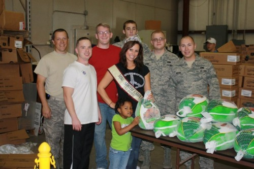 Thanks for Giving: Operation Homefront and many volunteers providing 800 military families with Thanksgiving dinner!