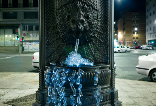 theearthcharity:  In Madrid over 50% of public fountains have been decommissioned, dismantled or left for ruins. In January, the group 'luzinterruptus' decided to create fountains of light all over the city using over 200 small glass jars equipped with LED lights to raise awareness. Photography by Gustavo Sanabria.