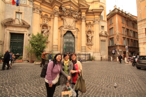 My sister Stephanie, me and my mom in front of Sant Ignazio di Loyola (another Ateneo-related landmark!)