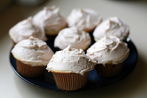 repose:  Vegan French Vanilla Cupcakes (by skinny.jeans)