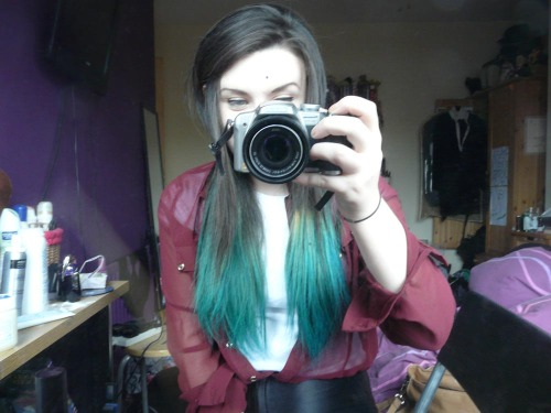 LOL LOOK WHAT I DID.GREEN HAIR RETURNS AFTER A 5 YEAR ABSENCE. AWH YEAAAAH.