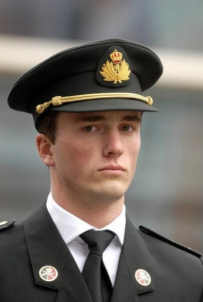Prince Amedeo of Belgium. Get a load of this, all of his grandparents and great-grandparents are royal or noble and he descends from the Austrian, Belgian, Italian, French, Swedish, Danish,  British, Portuguese, Spanish and German royal families.That's pretty legit. He studied at the London School of Economics (smarts…hot) and apparently works for Deloitte in New York City while standing as a reserve officer in the Belgian Army.