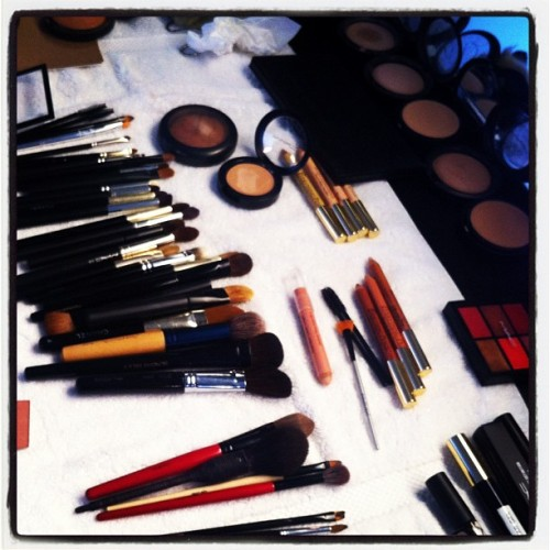 Umuulan ng make-up sa New York Fashion Week…haaay bongga teenvogue:  MAC makeup spread backstage at Costello Photographed by Laurel Pantin