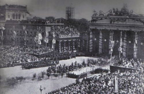 Victorious German troops march through the Brandenburg Gate in Berlin on June 16, 1871.