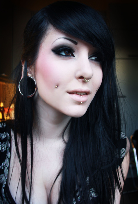 Is that a double-septum?  http://piercingprincess.tumblr.com/