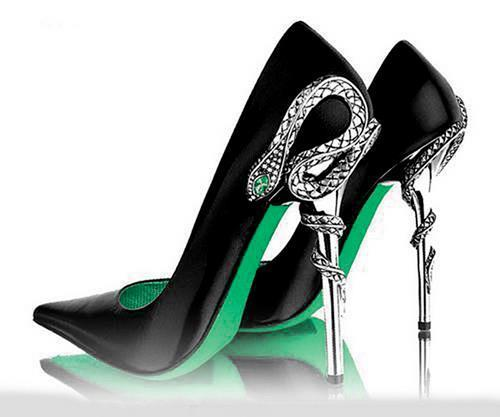 I want these Slytheirn Heels so Badlyyy.