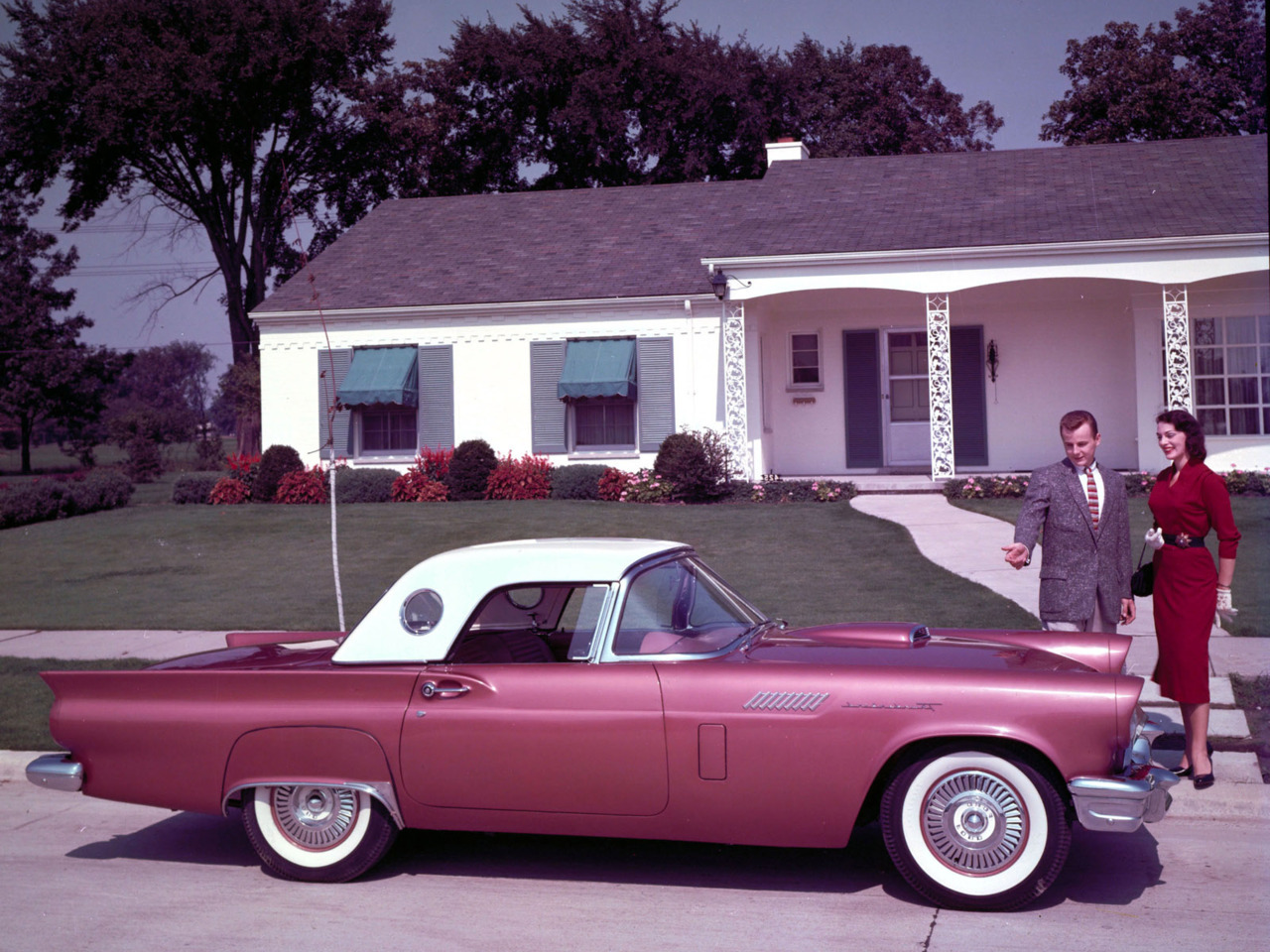 depechemoderox:  1957 Thunderbird  The last time American cars, and maybe even America itself was great.