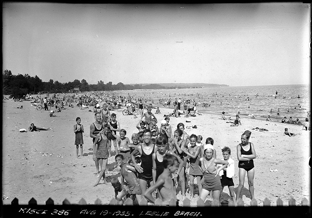 Photo of Leslie Street Beach (1935) from the City of Toronto Archives. A glimpse of an era when Toronto could experience a waterfront without an artificial headland in the way.
