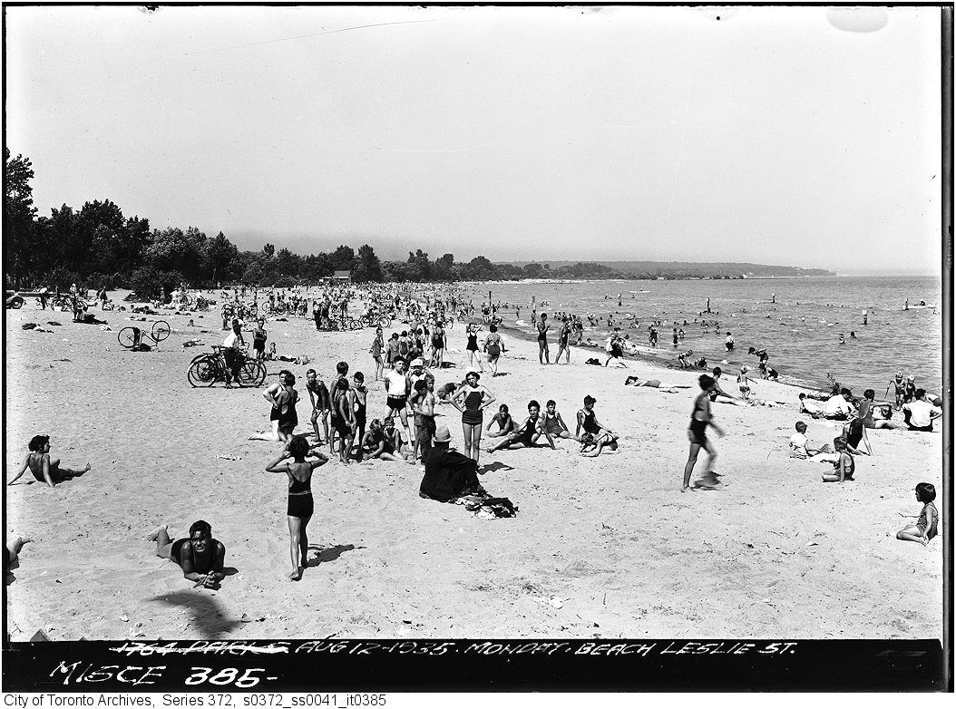 Photo of Leslie Street Beach (1935) from the City of Toronto Archives.