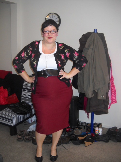 ilikeprettyclothes:  Fatshion February #10 Carrying on with the 'sexy librarian' look (someone commented on yesterday's outfit post that I looked like a sexy librarian - I both like that description and think it also applied today!).  In other news, I am so glad it's Friday. skirt - Pinup Girl Clothing, t-shirt - Kmart, cardigan - Farmers, belt - Dorothy Perkins, shoes - The Warehouse, necklace - equip, earrings - Betty Le Bonbon