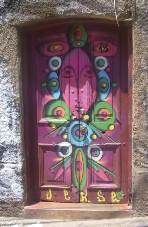 "fuckyeahpsychedelics:  ""Door To Psychedelia"" - Picture taken at Valparaíso, Chile. Submitted by romanticoviajero"